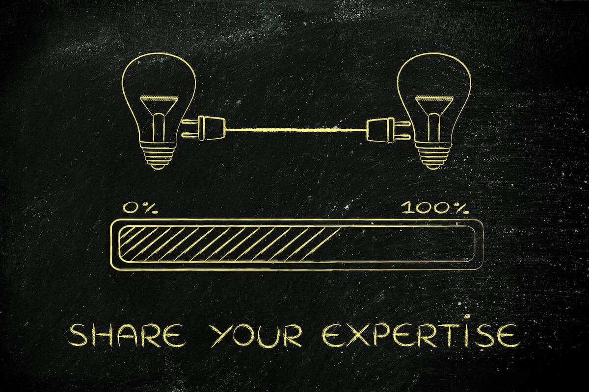 Share your expertise Metoring image of two light bulbs sharing power